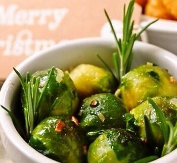 単一野菜でシンプルでありながら、リッチなおいしさのガーリックバター炒め。これひとつで存在感のある副菜になります。