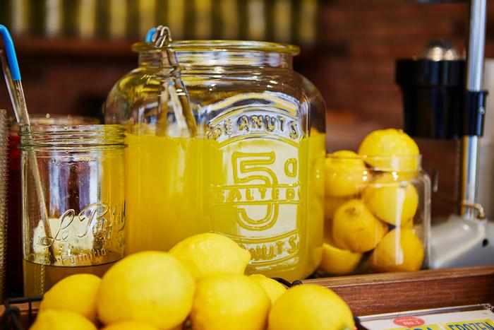 酸っぱさがクセになる「レモネード」は、誰でも簡単に作ることができますよ♪おうちで、そしてお店で、おいしくて爽やかなレモネードを楽しんでみませんか?  (LEMONADE by Lemonica 画像)
