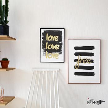 ざっくりとした手書き風の文字がカッコいいテキスタイルポスターは、お部屋にアートな風を運んでくれる素敵なポスターです。モノトーンにゴールドという目を惹く配色は、クールな雰囲気も感じさせてくれます。