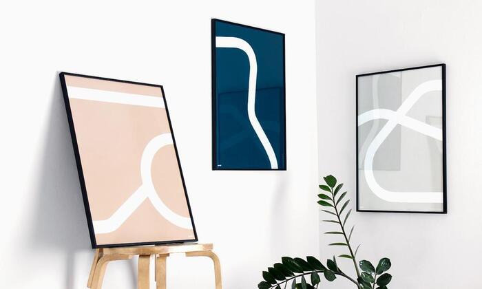 こちらはアアルトの作品をシンプルなラインであらわした「アウトライン」というシリーズのポスターです。アアルトの有名なアームチェアをモチーフにしているそう。独創的で優雅なラインはぐっと心に迫るものがあります。