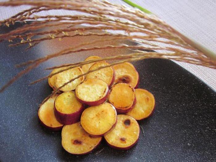 乱切りで作ることが多い大学芋も形を変えればこんな可愛いお月様に!隠し味のお醤油が自然な甘さを引き出し美味です。