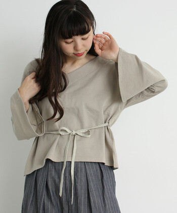 夏から秋にかけて寒かったり暑かったりする時期には、どんな服装をしたらいいのかと悩んでしまいがちですよね。そこでおすすめなのが、コーディネートを整えてくれるベージュカラー。  今回は大人女子にぴったりなベージュを取り入れたコーディネートを、羽織りやスカート・パンツなどのアイテム別にご紹介します。