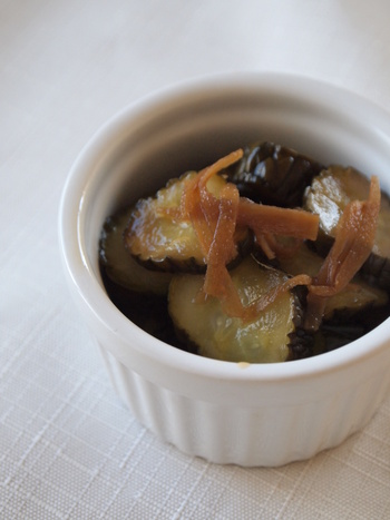 きゅうりを丸ごと漬ける、漬け物は食感も◎。3~4本漬かるので、たくさん購入した場合にピッタリのご飯にもお酒にもあう漬け物です。