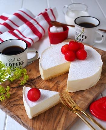 クリームチーズとマシュマロは意外な組み合わせですが、モチッとした食感が新しい味わい!真っ白な見た目はまるで雪のよう。フルーツを飾ったらとても映えますね。