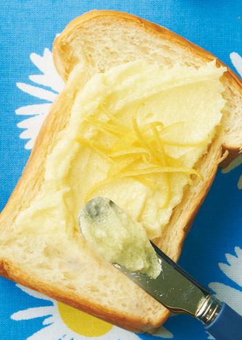 塩レモンよりも作りやすい「レモンシュガー」。ちょい足しするだけで、料理やお菓子にレモンの風味を手軽にプラスすることができますよ。