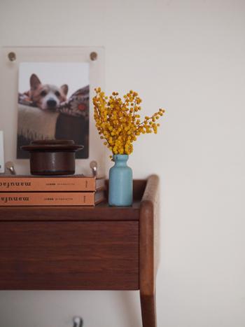 ドライフラワーは花瓶に生けるのも◎水を取り替えたり、枯れた花を摘んだりという手間がありません。