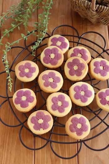 アイスボックスクッキーなら、棒状にした生地を組み合わせてカットするだけなので、お花の形を出すのもとても簡単です。金太郎飴のように同じ模様がどんどんあらわれるのが面白くて、カットの手も速まります。