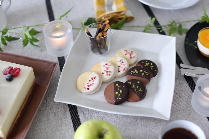 手作りクッキーをお気に入りの器に盛りつけて、ティータイムを演出できるのは大人ならではの特権です。手作りクッキーでおうちカフェの時間をワンランク上のものにしてみませんか?