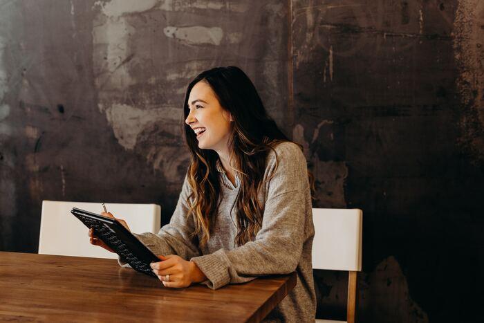 キャリアチェンジと聞いてまずは転職サイトに登録する方も多いはず。すでに次に進みたいキャリアが決まっている人はもちろん、これから具体的に考え始めたいというときに転職サイトは利用する価値があります。