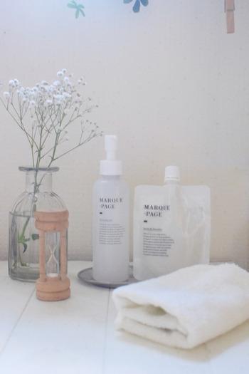 水切りヨーグルト仕立てのスムージー石鹸になっている「サボン ド スムージー」は、パウチタイプの容器に入っているのが特徴。石鹸よりも泡立てやすく、もっちりとした濃厚な泡ができあがります。大人ニキビに特化した商品ではありませんが、天然成分にこだわっている、泡立ちがよくて洗い上がりはさっぱりしながらも潤いもキープできる・・・といった点から、使い続けることで肌の調子が良くなり、肌トラブルもなくなったことを実感している人が多いようです。