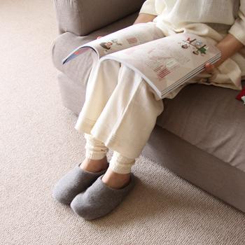 コットン素材のレッグウォーマーは、ふんわりと優しいつけ心地。アームウォーマーとしても使えます。締めつけがないので、睡眠の邪魔になりません。
