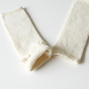 夏の冷房対策として、ベビー用のレッグウォーマーも取り入れてみましょう。おむつを替えるときの邪魔にもならず、ハイハイを始めたら膝当ての代わりにも使えます。