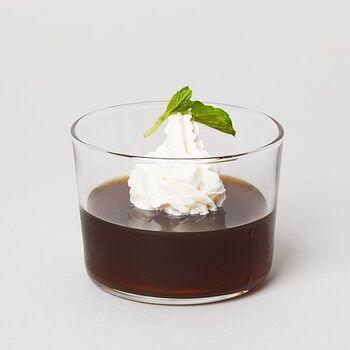 「え?それだけでコーヒーゼリーが作れるの?」と思わず疑ってしまいますが、本当に簡単に楽しくお手軽に作ることができますよ。好みに合わせて、シロップやクリームをかけてもGOOD!