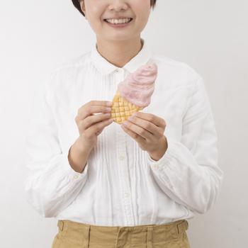 お煎餅は大谷石の焼き釜で、一枚ずつ手作りされた職人の技です。なんだか食べるのがもったいない、かわいいプチギフトですね。