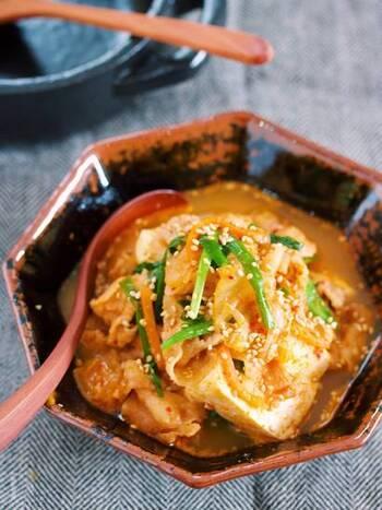 5分で簡単に作れちゃうピリ辛で美味しい「豚キムチ豆腐」。キムチの乳酸菌、豚肉のコラーゲン、豆腐の大豆イソフラボンを摂取できるので、美容効果にも期待できそう。