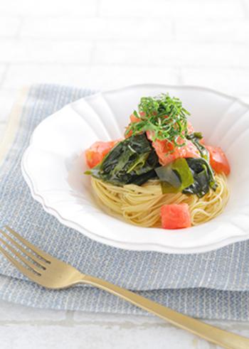 トマトとわかめをアンチョビベースのソースでマリネした冷製パスタです。こちらもカッペリーニを使用しているので、独特のつるっとした食感も楽しめますよ。
