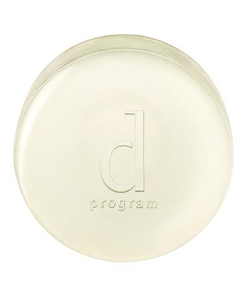 肌トラブルにお悩みの人から人気を集めている、dプログラムシリーズ。さっぱりとした洗い上がりで体にも使えるので、顔だけでなく背中のニキビに悩んでいる人にもおすすめです。