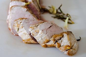 ビタミンB群が多く含まれる食材は下記のとおりです。  ・ビタミンB1…豚ヒレ、豚もも、玄米、かつおなど ・ビタミンB2…豚レバー、うなぎ、ブリ、モロヘイヤ、アーモンドなど ・ビタミンB6…かつお、まぐろ、レバー、豚肉など