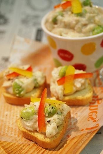 長芋をポテトサラダ風にしてカナッペにしました。じゃがいもと比べて軽い食感なので胃にもたれず、オードブルにもぴったりです。