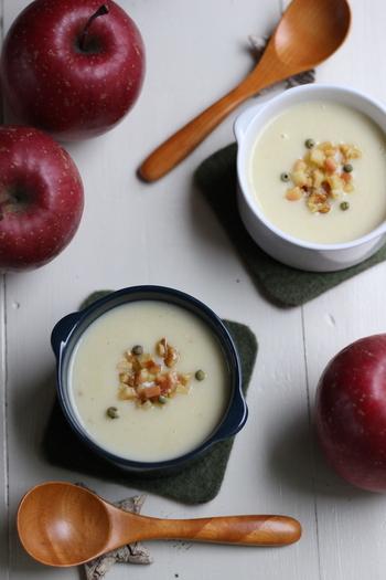 いつものじゃがいもと玉ねぎのポタージュに、りんごを加えてアクセントを。ほっこりと温もりあふれる、フルーティーなスープです。