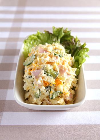 ポテトサラダは、マヨネーズの油分と芋の食物繊維でアルコールの急激な吸収を抑えてくれる優秀なおつまみです。ゆで卵を加えて、ボリュームと彩りをプラス。