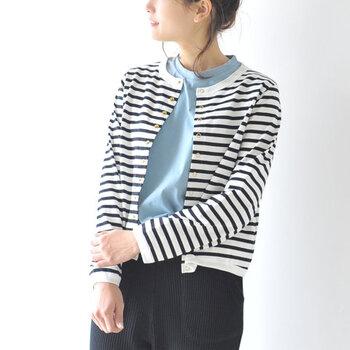 ロング丈のシャツやカーディガンは、たすき掛けコーデに使うともたついてしまうためNG。長過ぎず短か過ぎない、たすき掛けコーデがスッキリ見えるアイテムを選ぶのがおすすめです。