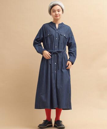ワークテイストを取り入れたメンズ感のあるデザインが特徴のデニムワンピース。スキッパーデザインが首元をスッキリ見せてくれるので、レイヤードスタイルも着ぶくれして見えないのが魅力です。
