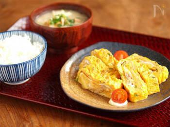 ツナとチーズの組み合わせが斬新な卵焼き。コンソメを入れるなど、ちょっぴり洋風に仕上げてもおいしくいただけそうです。