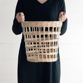 """どこに置いても自然に馴染む。手作り感がかわいい """"ざっくり編み"""" のバスケット"""