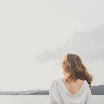 自分自身を静かに見つめ直す、貴重な時間。ひとりなら誰にも気兼ねなく、たっぷりととれます。まわりに影響されることもないため、無意識に感じていたこと、本当に望んでいることを知ることができるのです。