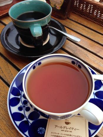 コーヒーカップが鳥取の民藝を代表する中井窯だったり、ティーカップは白山陶器のBLOOMだったりと、器へのこだわりも見逃せないポイント。