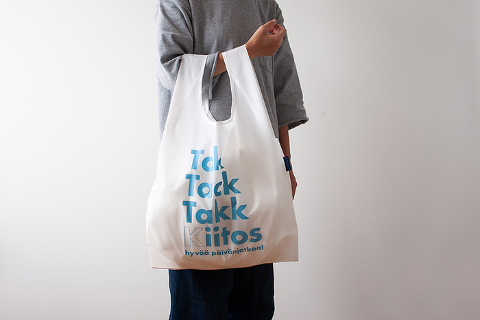 レジ袋の代わりになる買い物袋として、広く普及しているのが「レジ袋型」のエコバッグです。マチ付きで使いやすく、コンパクトに折りたためるので携帯にも便利です。