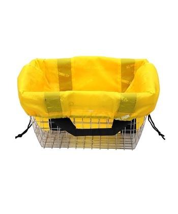 マチと底の部分が広く、たっぷり収納できるレジカゴ型のエコバッグ。そのままレジかごにセットすればお会計の際にバッグの中に食品を入れてもらえるので、袋詰めをする手間が省けて便利ですよ。