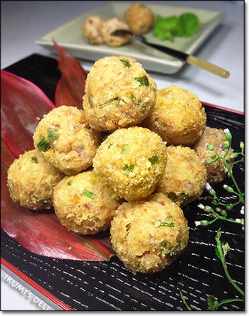 ラープとは、肉類を使ったサラダの一種のことで、ラオスやタイの代表的な料理です。揚げる際に使う粉は、お米をフライパンでいってからミキサーやブレンダーで砕いて使うので、おかきのような良い香りが立ち、日本人好みの味に仕上がっています。