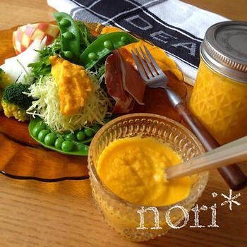 野菜に、野菜のドレッシングで栄養満点!りんごが入っているので、自然な甘みとフルーティーさがクセになります。塩加減はお好みで。