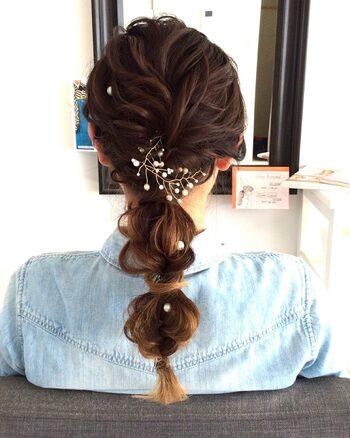 トレンドの玉ねぎヘアも、ボリュームがあるとコロンと可愛く仕上がります。毛量があるとゴム隠しも簡単に出来るのもポイント。よりこなれた雰囲気になりますね。