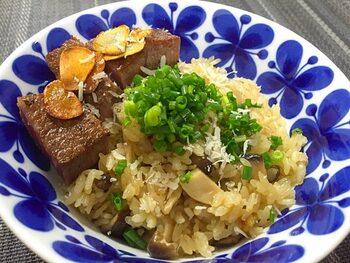 ステーキだけでなく、香り高いポルチーニ茸を合わせた、贅沢過ぎる丼物。がっつり系というよりも、高級感とおしゃれさを備えた洋風ご飯ものです。