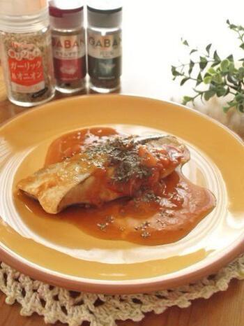 臭みをとるためにも塩分が増えてしまいがちなブリ。減塩したい時は、スパイスを使うことで上手くカバーできますよ。生のトマトを使った贅沢ソースで、素材の味を楽しんで♪