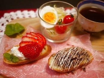 クリームチーズの代わりに、水を切ったヨーグルトを乗せても良さそうです。日本人用のアレンジレシピです。