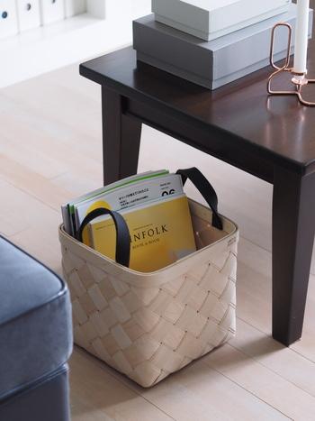 読みかけの雑誌や使いかけの道具など、何気なく床やテーブルに置いてしまうことがありますよね。そんな時はモノの一時置きとしてカゴを使うのがおすすめ。テーブルや床にモノがない状態をキープできれば、散らかり防止になります。