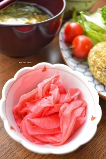 上品で美しい赤かぶの甘酢漬けを、すし酢など少ない材料で簡単に。冷蔵庫で1時間~一晩程度おいて、できあがり。