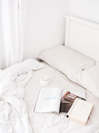 朝はどうしてもバタバタしてしまいがち。本を読むためにいつもより少しだけ早く起きてみませんか?朝は、集中力も高く、新しいアイデアが浮かびやすい効果も期待できるそうですよ。