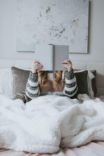 同じ本を読むのでも、本の雰囲気に合っていたり、いつもと違う空間だと特別な読書体験に。気分転換に、本を持って出かけてみませんか。