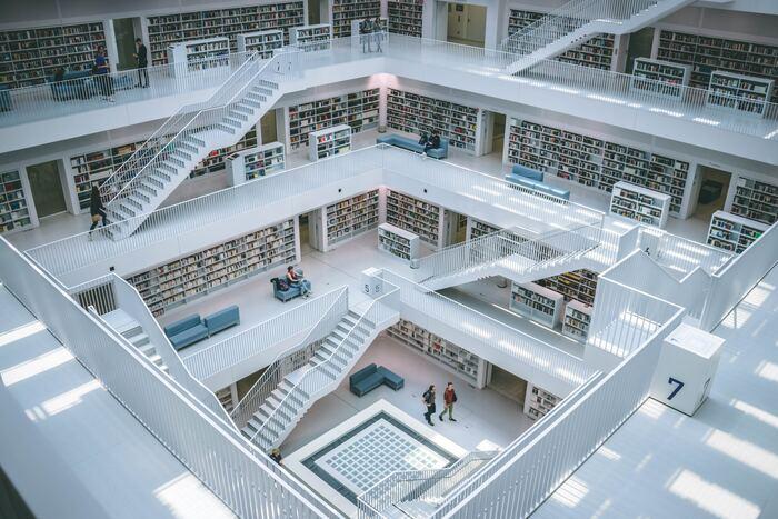大人になってからはあまり行く機会も少なくなったかもしれない図書館。図書館の静かな雰囲気は、気持ちをすっと落ち着かせてくれます。最近では、おしゃれな図書館も増えているので、久しぶりに足を運んでみるのも良いかもしれません。