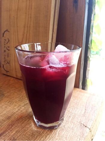 ベリーズはブルーベリーやラズベリー、ハスカップなど全7種類のベリー摘みができるのも人気のポイント。そのベリーを使ったジュースは、甘酸っぱく爽やかな味わいです。ビタミンがたっぷり摂れるので、美容にも良いですね。