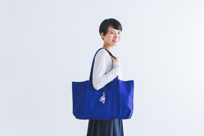 折り畳んでしまっておくのはもったいないような、メインで使いたくなるエコバッグ。 こちらは「Irma(イヤマ)」のトートバッグです。デンマークのスーパーのオリジナルバッグですが、かわいい「イヤマちゃん」は日本でも人気がありますよね♪全身が刺繍されているものは珍しいそうです。
