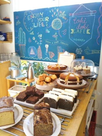 こちらのカフェは、パウンドケーキやスコーン、チーズケーキなど焼菓子も大人気で、夕方には売り切れてしまうことも。ラインナップなどは、SNSをチェックしてみてくださいね。