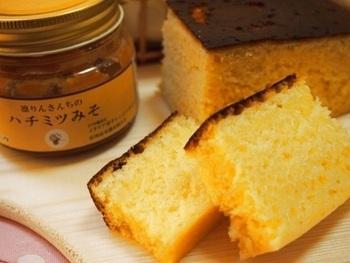 ハチミツみそを使った、ユニークな炊飯器パン。隠し味で入れたマヨネーズがいい味出しています。