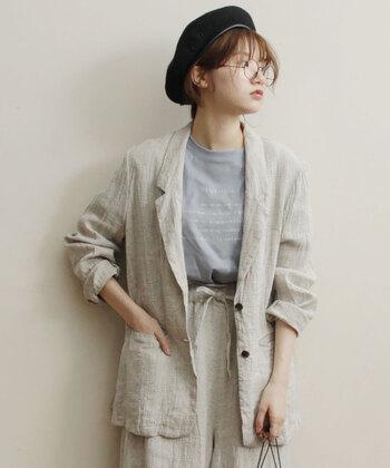春もそうですが、秋のワードローブにもぜひ加えていただきたいのがジャケット類。9月に秋冬物の生地は重たくなってしまうので、リネンやコットンなど軽めの素材がおすすめです。シワをあまり気にせずおしゃれに着こなせるリネンは1枚あるとかなり便利なので、ぜひ持っておくべき。ややゆったりめなデザインを選んで、ラフに着こなすのも素敵ですよ。