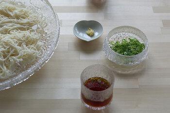 「北欧食器×和食」というイメージが中々湧かないという方も多いかもしれませんが、意外と簡単に組み合わせることができますよ。大きなガラスボウルの力を借りて、素敵なテーブルコーディナートを楽しみませんか?